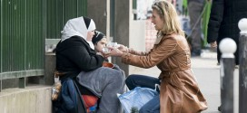 31B5E61200000578-3477564-Penny_Lancaster_pictured_in_Paris_giving_beggars_a_bag_of_grocer-a-1_1457168460739