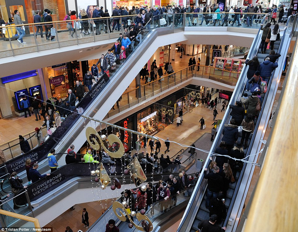 2F95A49500000578-3371606-Birmingham_The_escalators_of_the_Bull_Ring_shopping_centre_were_-a-60_1450881547311