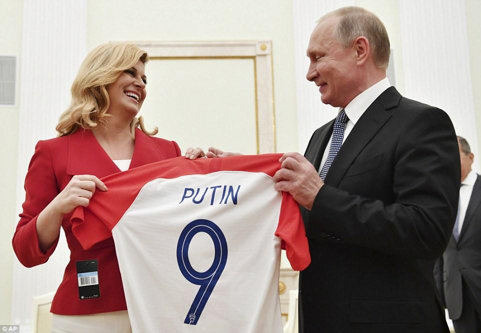 4E46228800000578-5955603-Croatian_President_Kolinda_Grabar_Kitarovic_gave_her_Russian_cou-a-102_1531661073278